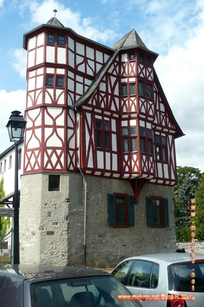 Город Лимбург на Лане с фотокамерой прогулки туристов