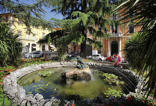 Little oasis at the fountain of Piazza Italia in Perugia