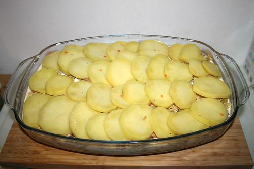 56 - Mit Kartoffelscheiben abschließen / Finish with potato slices