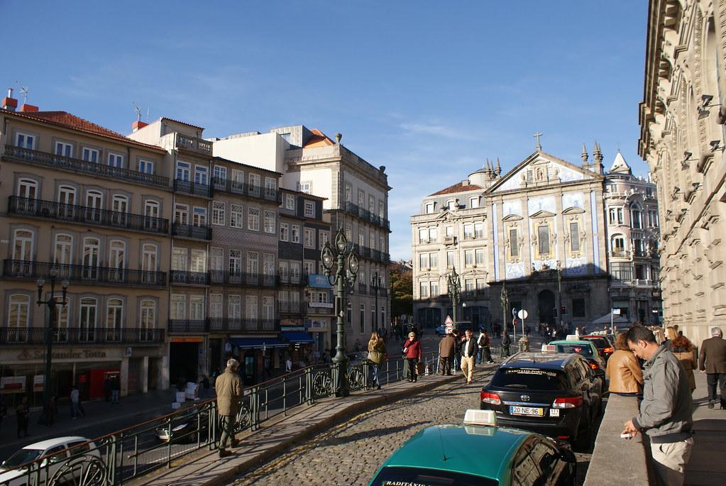 > Devant la Gare de Porto-São Bento