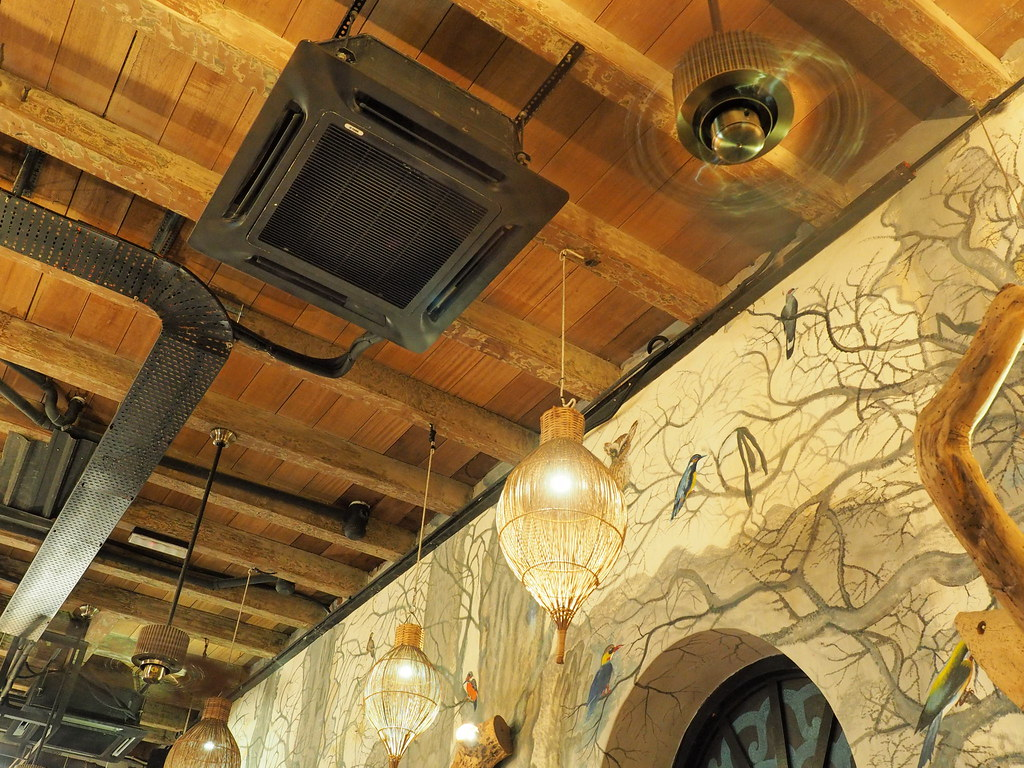 Nice wall and ceiling at The Happy 8 Cafe, Old Town, Ipoh