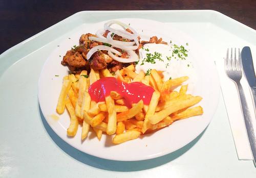 Gyros with fresh onions, tzatziki & french fries /  Gyros mit frischen Zwiebeln, Tzatziki & Pommes Frites