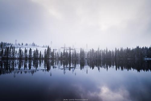 2017 luontopolku nyrölä syksy suomi finland nature landscape autumn fall view lake mirror reflections trees forest clouds sun day nikon d610 tamron 2470mm amazing europe world luonto maisema taivas sky pilvet metsä järvi