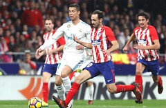 Real Madrid suffer derby draw at Atletico; Suarez inspires Barca