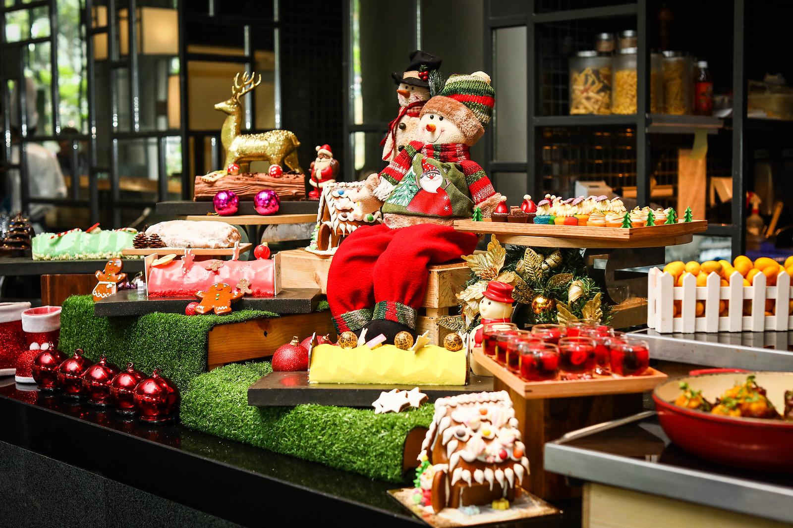 Christmas Log Cakes: PARKROYAL
