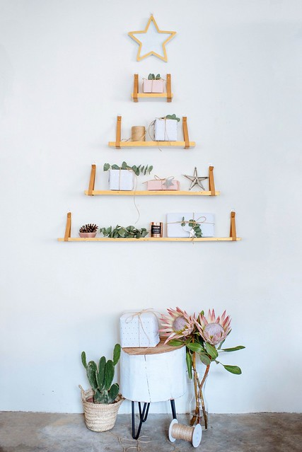 01-DIY-Shelf-Christmas-Tree