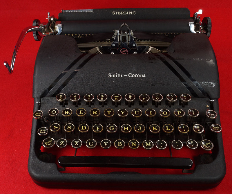 RD14821 Vintage 1945 Smith Corona Portable Sterling Floating Shift Typewriter with Case, Key & Manuals SN 4A104053 DSC02912