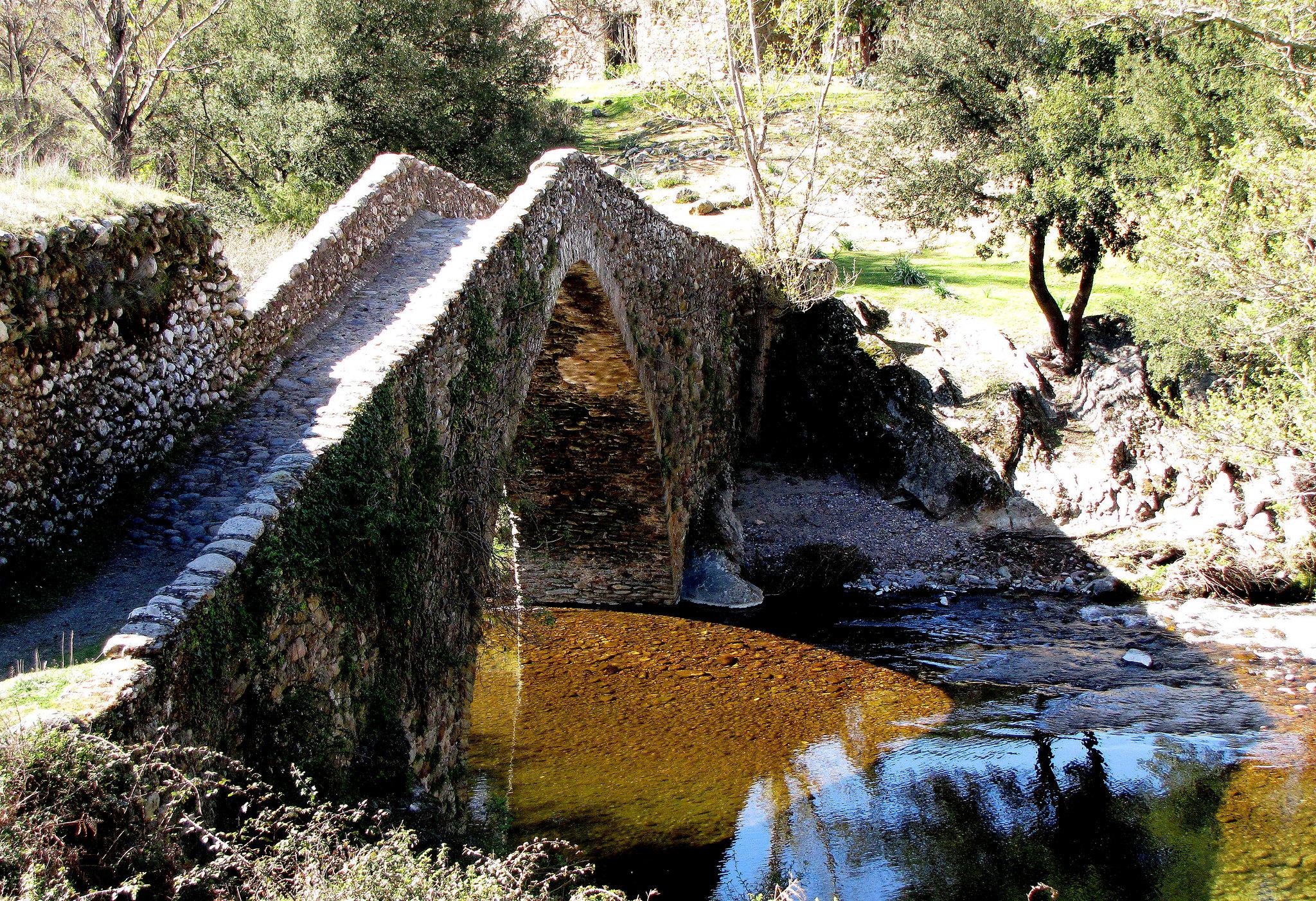 Pont Génois de Castifao construit sur la rivière Tartagine en 1498