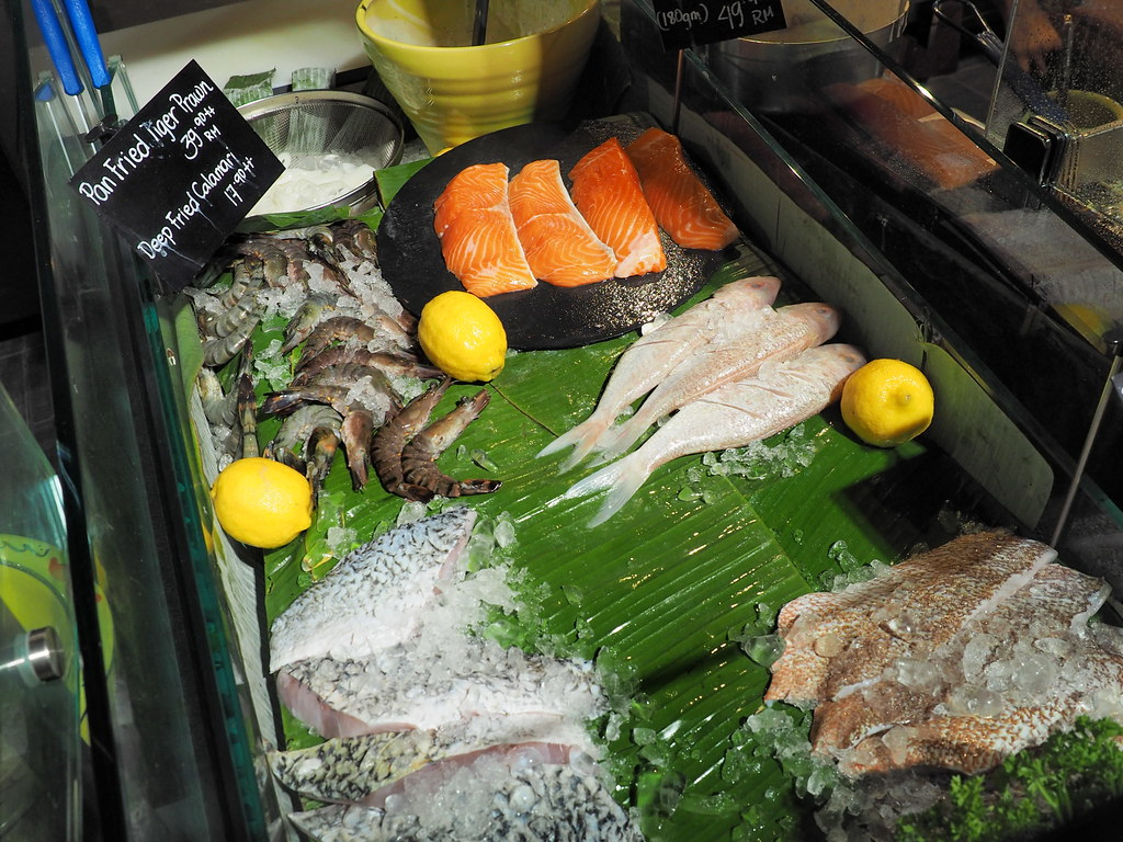Fresh fishes for grilling and frying at Marché Mövenpick Pavilion