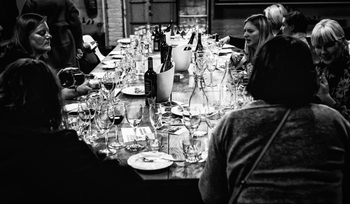 illallispöytä viinitarjoilu korjaamo helsinki