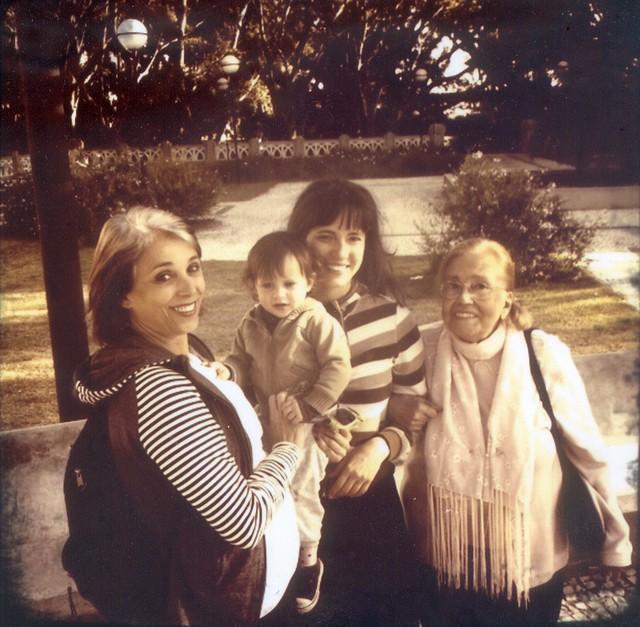 4 Gerações - Thaís Alves (filha), Liz (bisneta), Tiê (neta) e Vida Alves