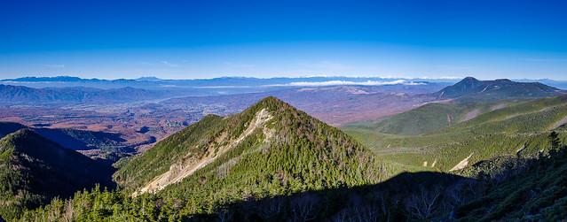 西天狗岳への岩場からの展望