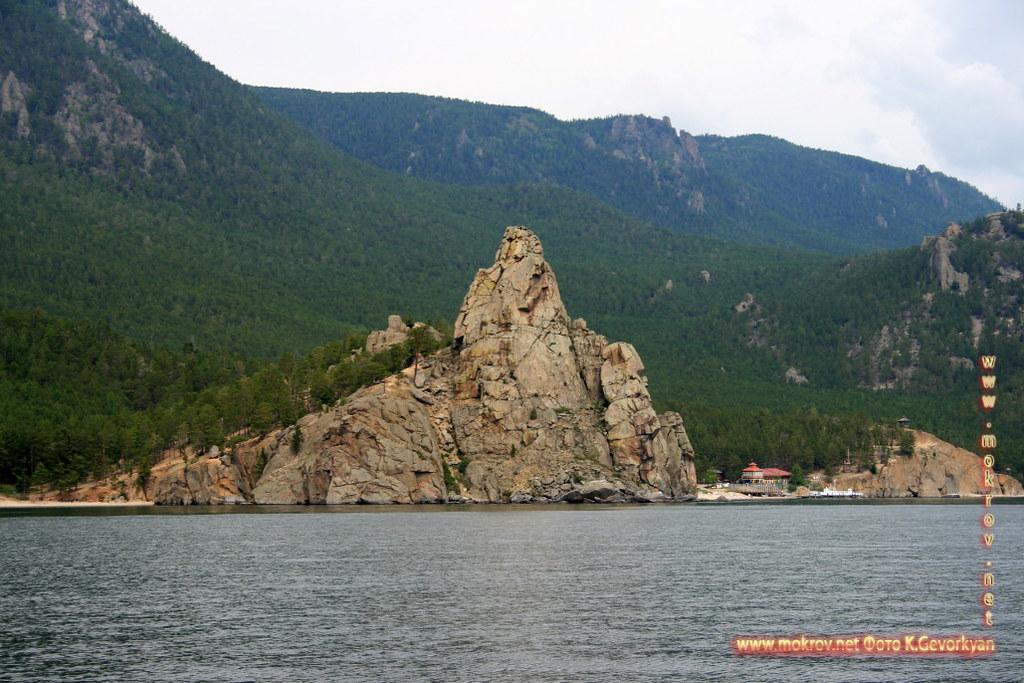 Озеро Байкал с фотокамерой прогулки туристов