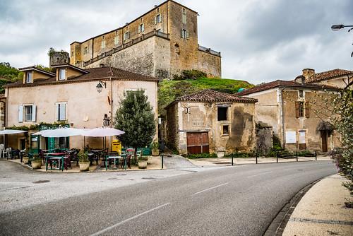 47-Centre village, le château et le donjon