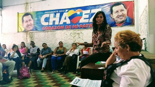 Reunión del Movimiento de Pobladores en Caracas, donde es posible evidenciar la gran presencia de mujeres - Créditos: Fania Rodrigues / BdF