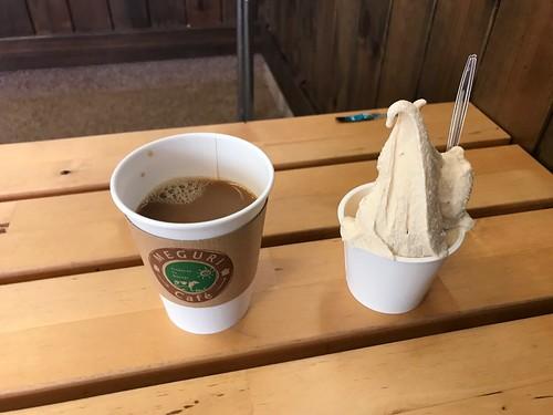 ホットコーヒーとジェラート