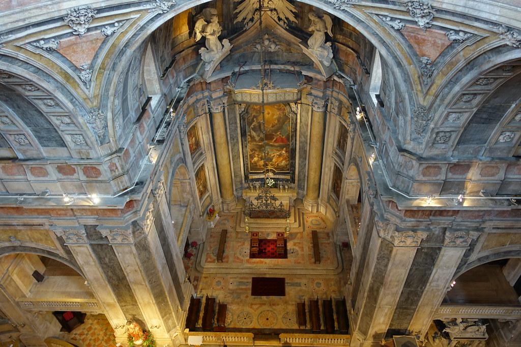 Intérieur de la basilique d'Estrela à Lisbonne.