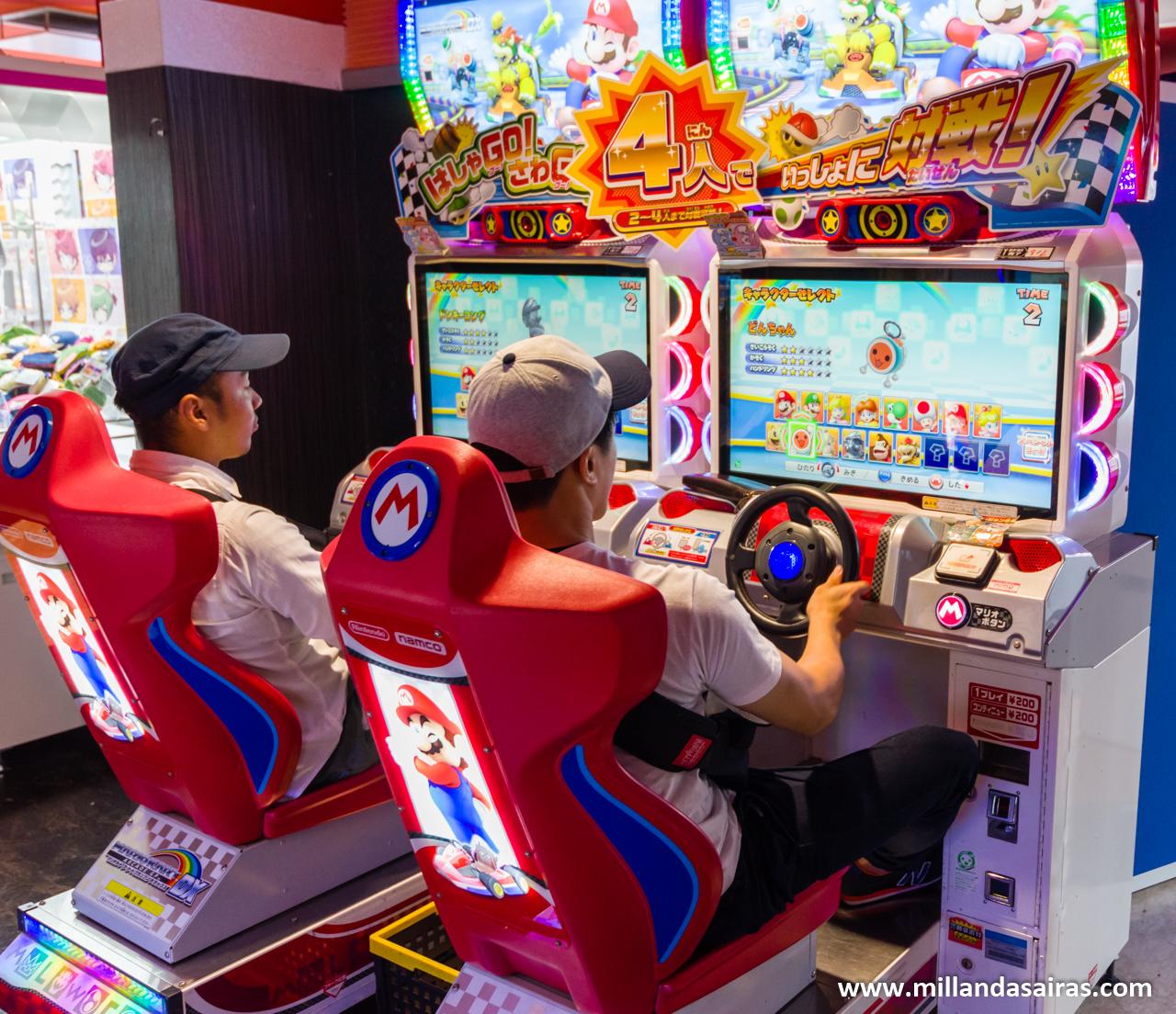 Partida de Mario Kart en los recreativos de Akihabara, Tokyo