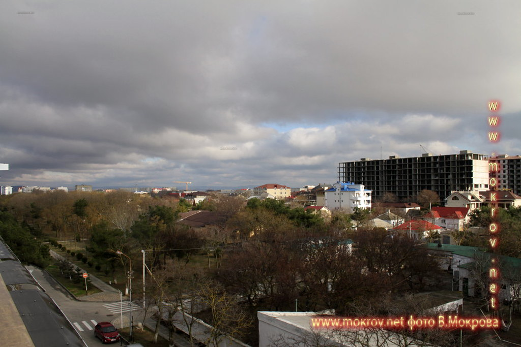 Город Анапа с камерой прогулки туристов,