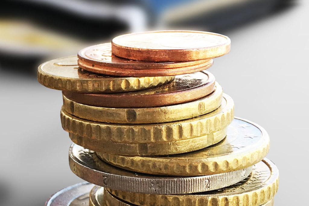 Kleingeld vor Portmonee