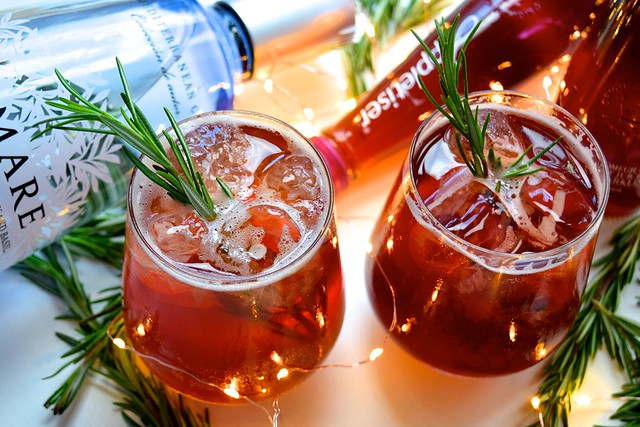 Appletiser Pomegranate & Rosemary Spritz #christmas #cocktail #pomegranate | www.rachelphipps.com @rachelphipps