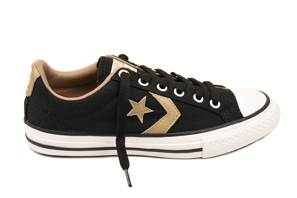 0ca8ea0f5cf3b3 -Comfortable fit -Low ankle -Lace up closure -Rubber sole -Style  651840C  -Size  UK 1