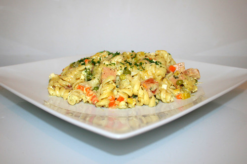 62 - Meat loaf pasta bake - Side view / Bunter Leberkäse-Nudelauflauf - Seitenansicht