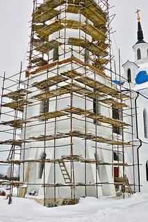 SDIM1724. The Church of Archangel Michael in Podzhigorodovo (Церковь Михаило-Архангельская в Поджигородово). 1778-1783. The bellower in scaffolding.