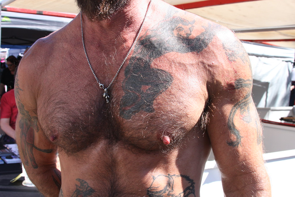 HELLA HOT & HAIRY MUSCLE HUNK !  FOLSOM STREET FAIR 2017 ! ( safe photo )