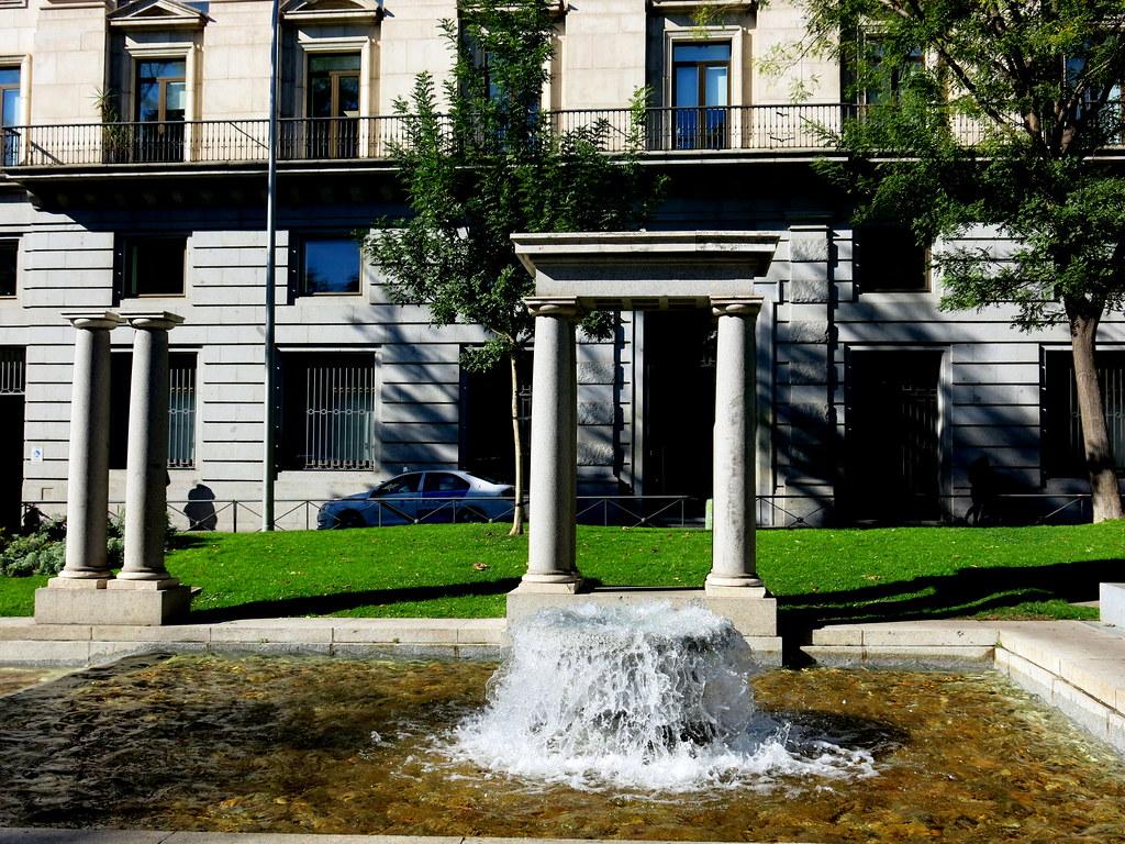 Calles de Madrid, fuente ornamental