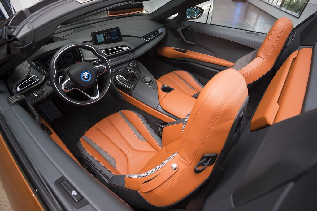 2019-BMW-i8-Roadster-Coupe-19