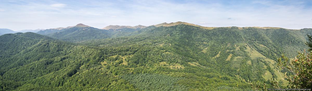 Панорама с Горы Плишка. Вид на польские Карпаты