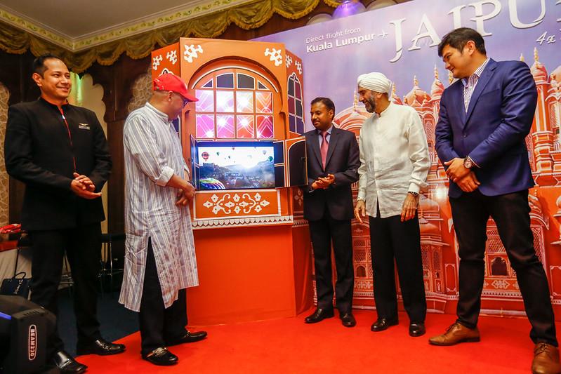 Airasia X Lancar Penerbangan Terus Ke Pink City Di India Dari Kl