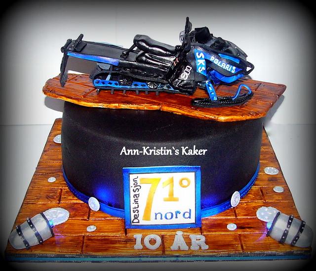 Cake by Ann Kristin Henriksen of Ann-Kristin's Kaker