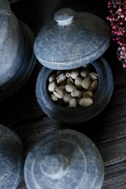 Stenen pot met deksel pistache