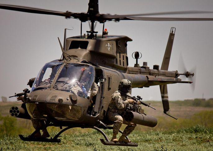 Το OH-58D Kiowa Warrior μπορεί να φέρει στις δύο θέσεις οπλισμού που διαθέτει εκατέρωθεν της ατράκτου, αντιαεροπορικούς πυραύλους FIM-92C Stinger (Block II), αντιαρματικούς πυραύλους AGM-114 HELLFIRE, ρουκέτες Hydra 70, κατευθυνόμενες με δέσμη laser ρουκέτες DAGR και ατρακτίδιο πολυβόλου των 12,7 χλστ. Εναλλακτικά μπορούν να μεταφερθούν τέσσερα αντιαεροπορικά βλήματα FIM-92C Stinger με εμβέλεια 8 χλμ, ή τέσσερα αντιαρματικά βλήματα AGM-114F/K/M/N HELLFIRE ή συνδυασμοί των παραπάνω οπλικών συστημάτων όπως, 2 βλήματα FIM-92C Stinger και μία κάλαθο ρουκετών Hydra 70 ή εναλλακτικά δύο πύραυλοι AGM-114 HELLFIRE και το ατρακτίδιο του πυροβόλου των 12,7 χλστ