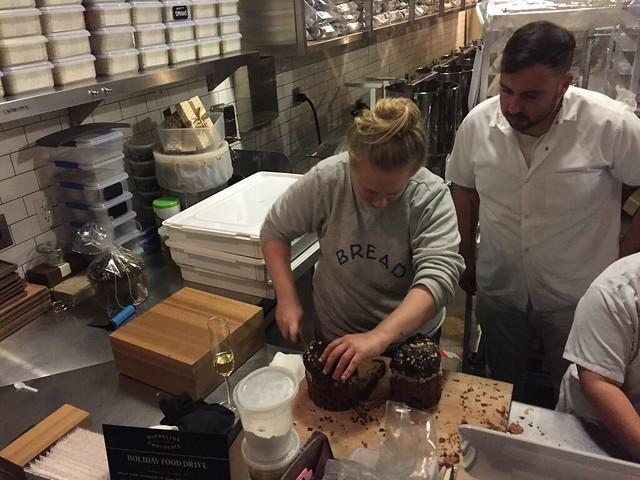 Avery cutting panettone