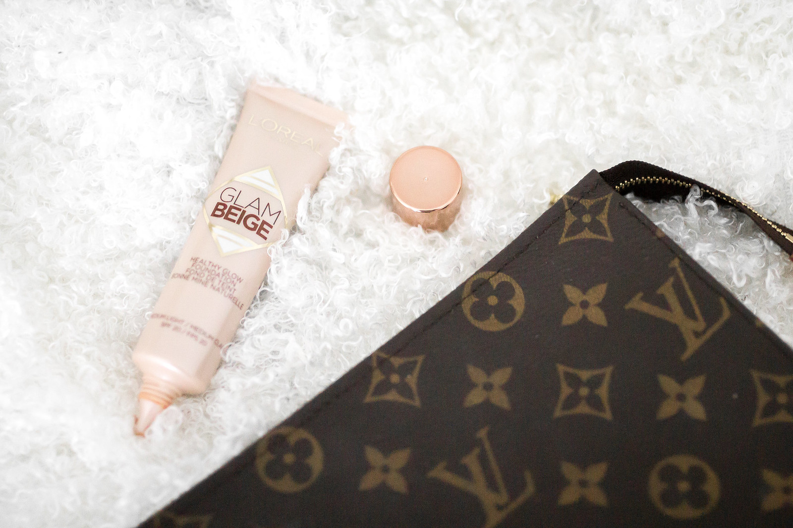louis vuitton make up bag
