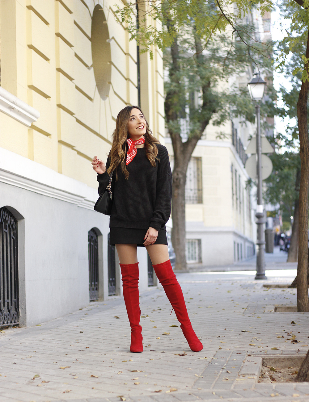 black outfit red over the knee boots uterqüe coach bag fall outfit fashion style08