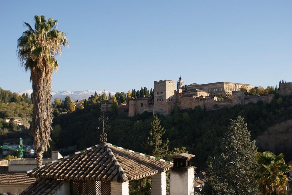 Alhambra à Grenade, palais du dernier royaume maure en Europe occidentale. Lieu le plus visité en Espagne et réservation à l'avance obligatoire.