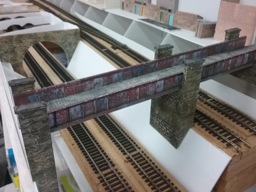 HORNBY GIRDER BRIDGE TRACK WITH GIRDER SIDEWALLS FOOTPATH NEW