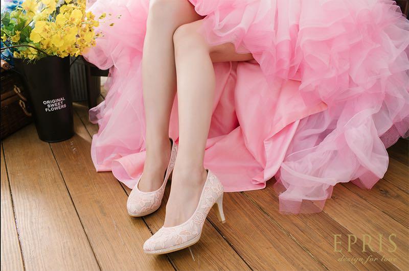 粉紅婚紗搭配粉紅婚鞋婚鞋配色婚鞋百搭鞋款拉長顯瘦增高粉色婚紗搭配粉色婚鞋高跟鞋同色系搭配艾佩絲EPRIS婚鞋