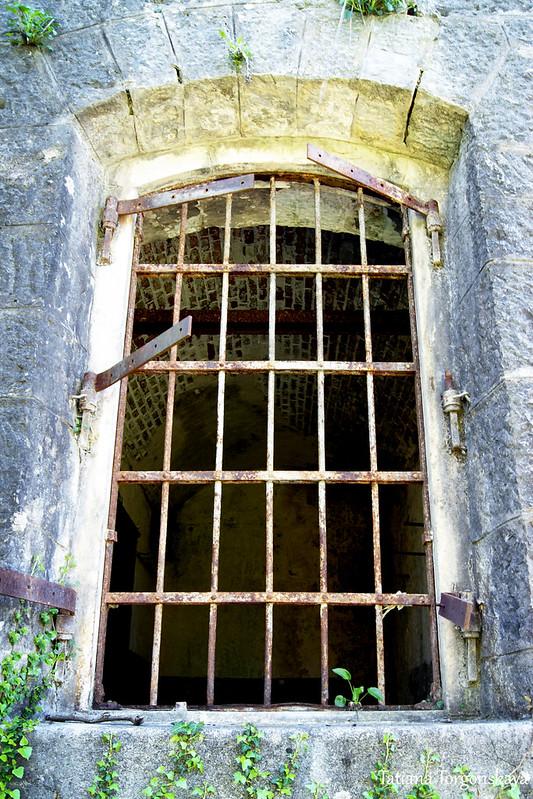 Окно на первом этаже крепости