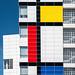 Mondriaankleuren op gevel stadhuis van Den Haag by Fotografie, Gouda