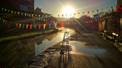 stroud gloucestershire sunrise canal stroudwater backlight morning steam water bunting