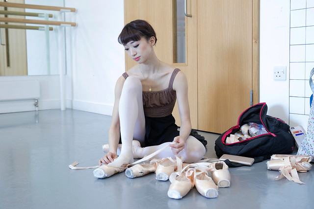 Akane Takada preparing her pointe shoes © ROH, 2017. Photographed by Andrej Uspenski