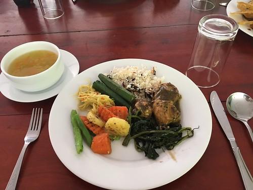 昼飯はバイキング 優しいスープ