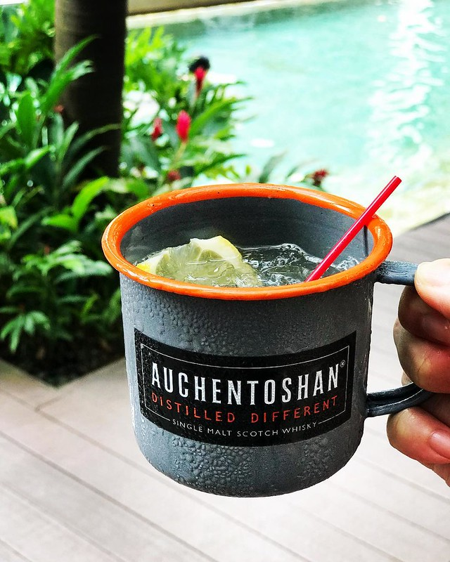 What you need on this scorcher of a day - an ice cold @theauchentoshan cocktail (Ye Olde Soda Sour) at the indulgent #accorhotelsfoodfestival pool party @sosofitelsingapore! #accorhotelsfoodie