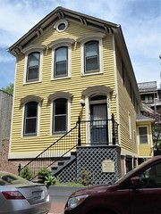 Chicago, Old Town Triangle, Yellow Victorian Residence