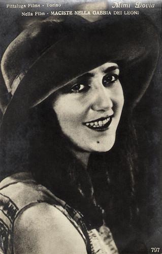 Mimi Dovia in Maciste nella gabbia dei leoni (1926)